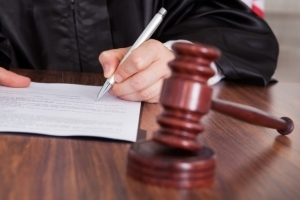 Участники уголовного судопроизводства: стороны обвинения и защиты
