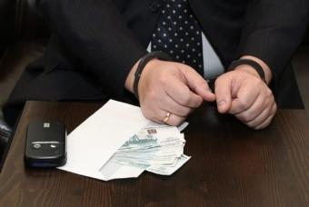 Статья 201 УК РФ: нарушение официальных полномочий